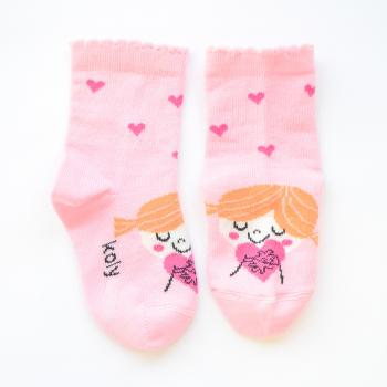 Čarape sa zaljubljenom devojčicom