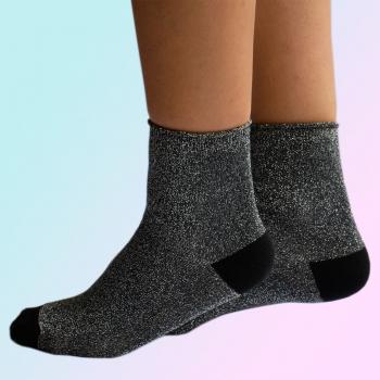 Tamna čarapa sa sjajem